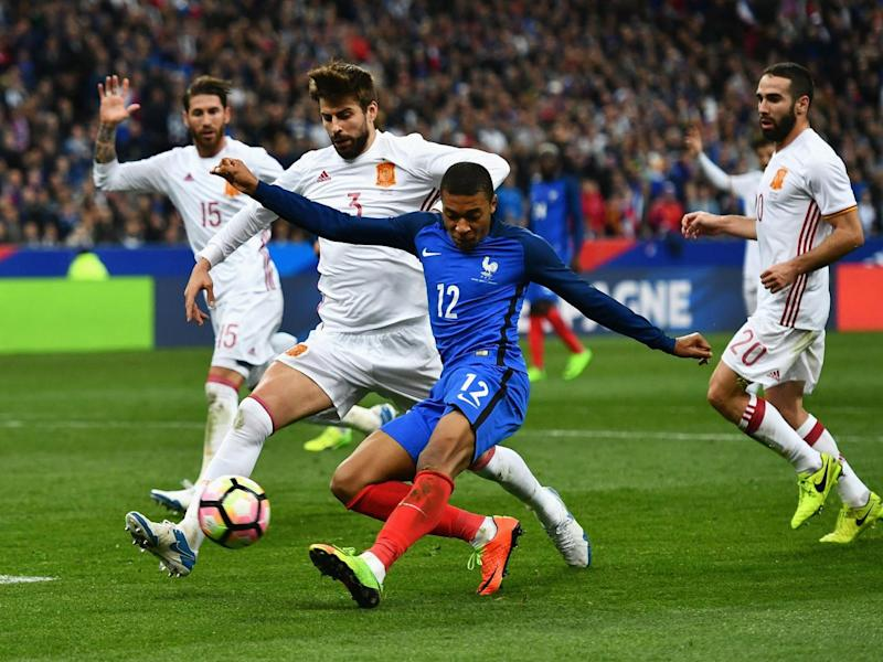 Piqué attempts to block a shot from Mbappe (Getty)