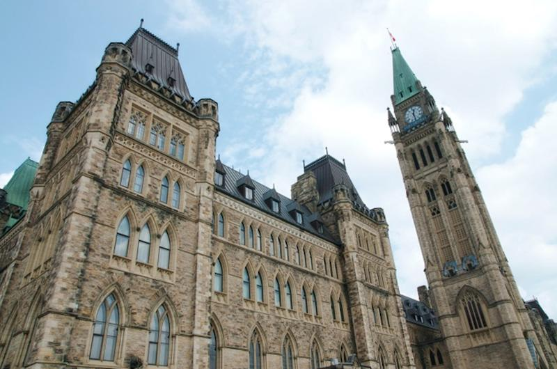 Ottawa wants to pay Canadian tourists $100 to visit