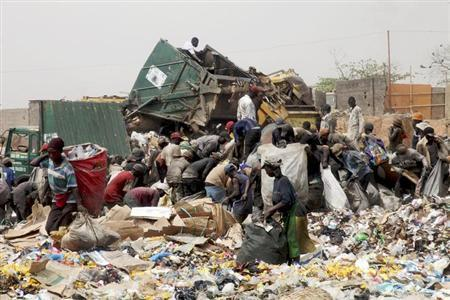 Scavengers at the Olusosun dump site in Nigeria's commercial capital Lagos March 23, 2012. REUTERS/Akintunde Akinleye