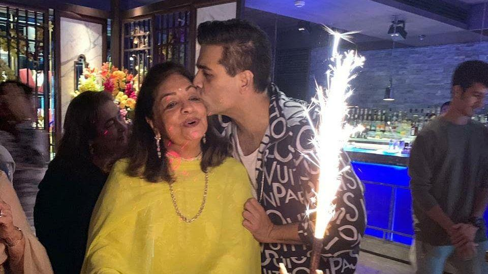 <p>In Pics: Karan Johar Hosts Grand Birthday Party for Mom Hiroo </p>
