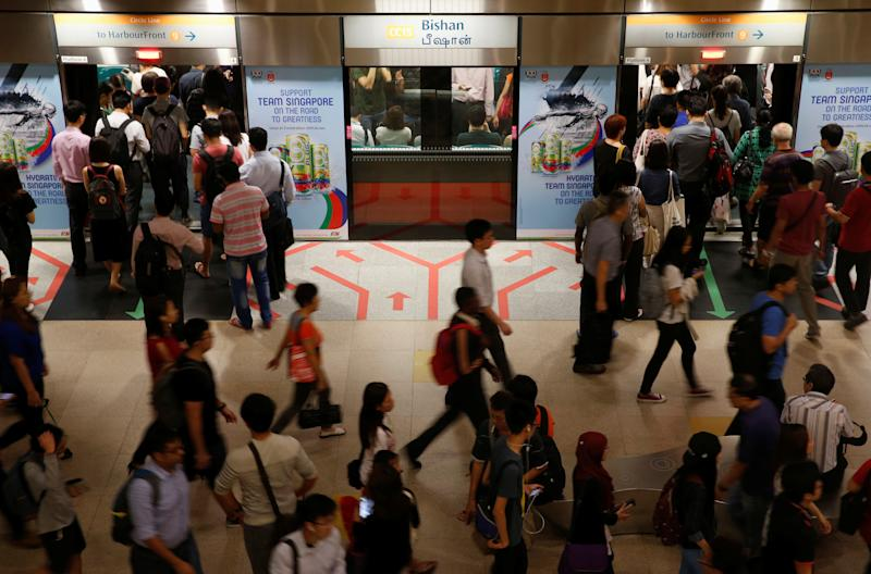 People embark an SMRT train during morning rush hour in Singapore July 19, 2016. REUTERS/Edgar Su