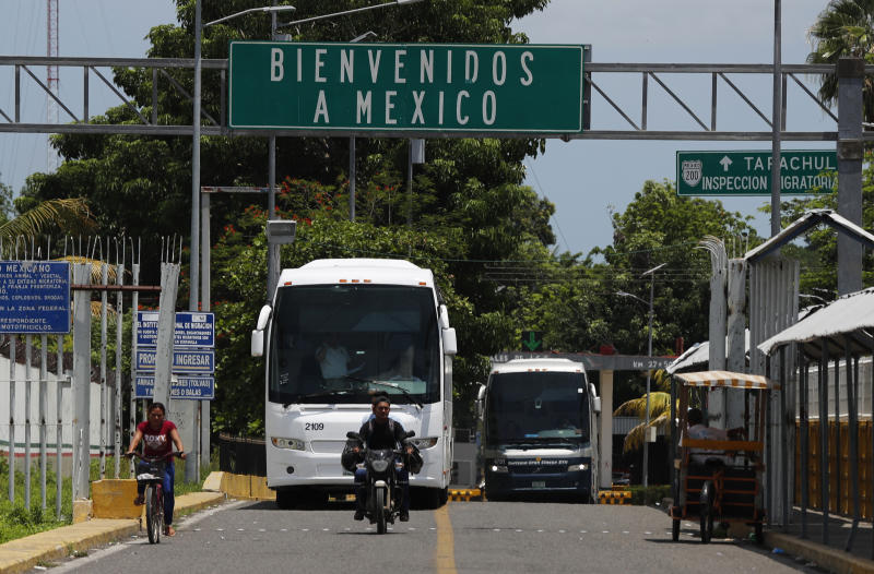 """A sign reads in Spanish """"Welcome to Mexico"""" on the bridge above the Suchiate River, on the Guatemala–Mexico border, near Ciudad Hidalgo, Mexico, Thursday, June 6, 2019. Local authorities say the bus is carrying Central American migrants back to Guatemala, one day after Mexican police and immigration agents blocked the advance of about 1,000 Central American migrants who were walking along a highway. (AP Photo/Marco Ugarte)"""