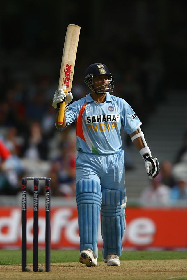 LONDON - SEPTEMBER 05:  Sachin Tendulkar of India raises his bat after reaching 50 runs during the 6th NatWest One Day International match between England and India at The Oval on Septmeber 5, 2007 in London, England.  (Photo by Ryan Pierse/Getty Images)