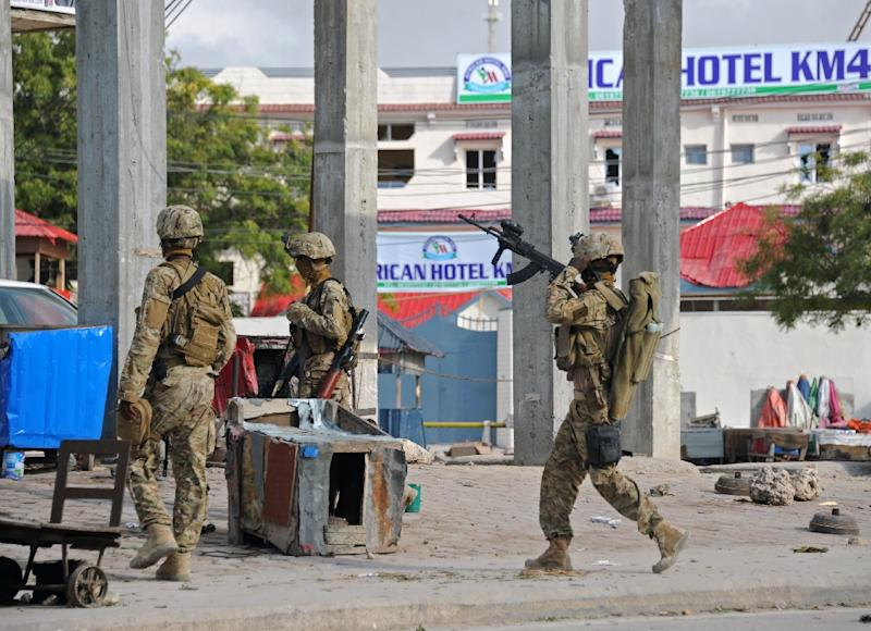 Soldiers deploy on November 1, 2015 near the damaged Sahafi hotel in Mogadishu following the explosion (AFP Photo/Mohamed Abdiwahab)