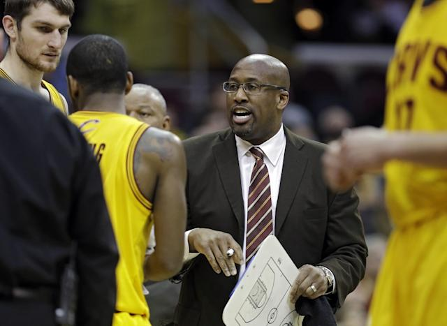 Cleveland Cavaliers head coach Mike Brown huddles with his starters in the second quarter of an NBA basketball game against the Memphis Grizzlies, Sunday, Feb. 9, 2014, in Cleveland. (AP Photo/Mark Duncan)