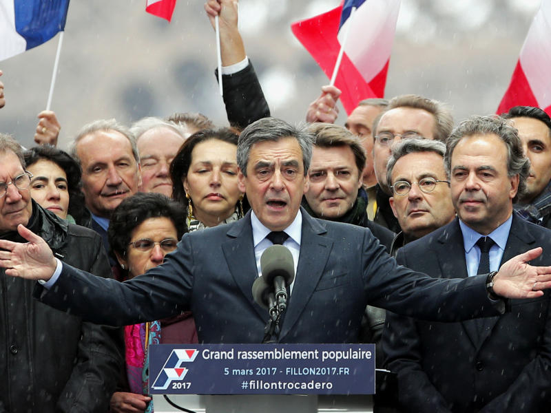 "French conservative presidential candidate Francois Fillon urges his supporters not to ""give up the fight"" for the presidency during a rally in Paris: AP Photo/Christophe Ena"
