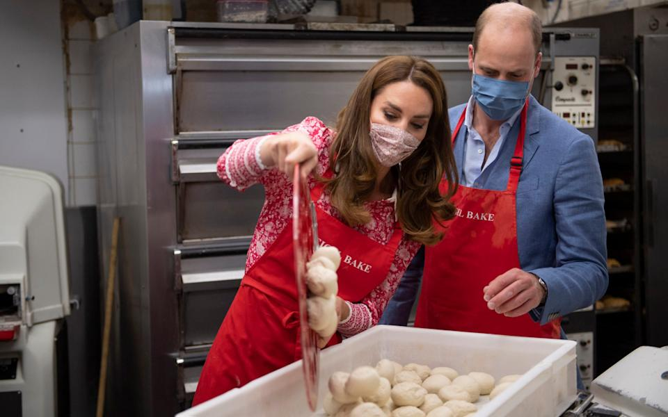 William and Kate shape their own bagels - PA
