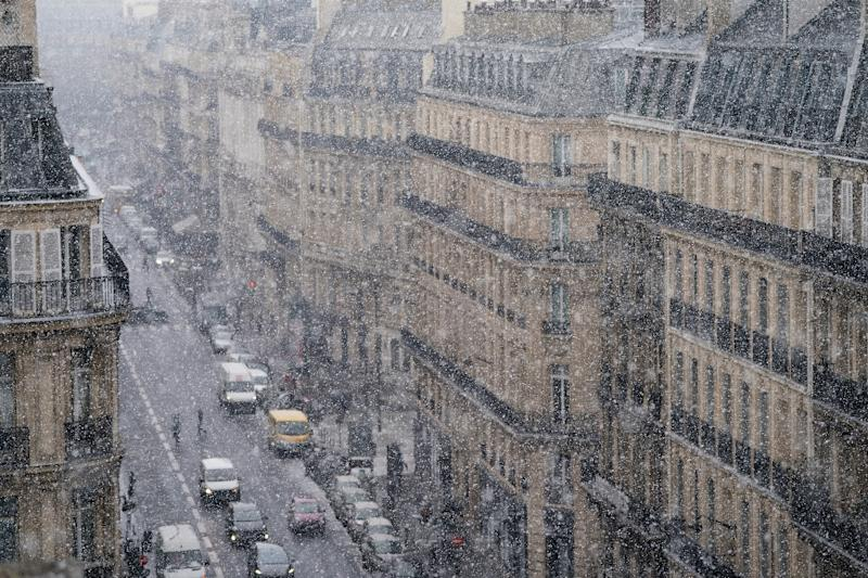 "Snow falls on Paris during the cold front dubbed ""The Beast from the East"" (AFP Photo/OLIVIER MORIN)"