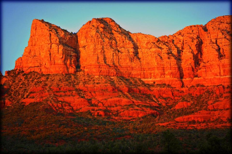 <p>Sandstone gives these rocks their vibrant red hue that's become an Arizona trademark. The best place to see them is at Red Rock State Park, in Sedona, which is home to everything from cougars and coyotes to river otters and sycamore trees. (Photo: Flickr / steviep187)</p>