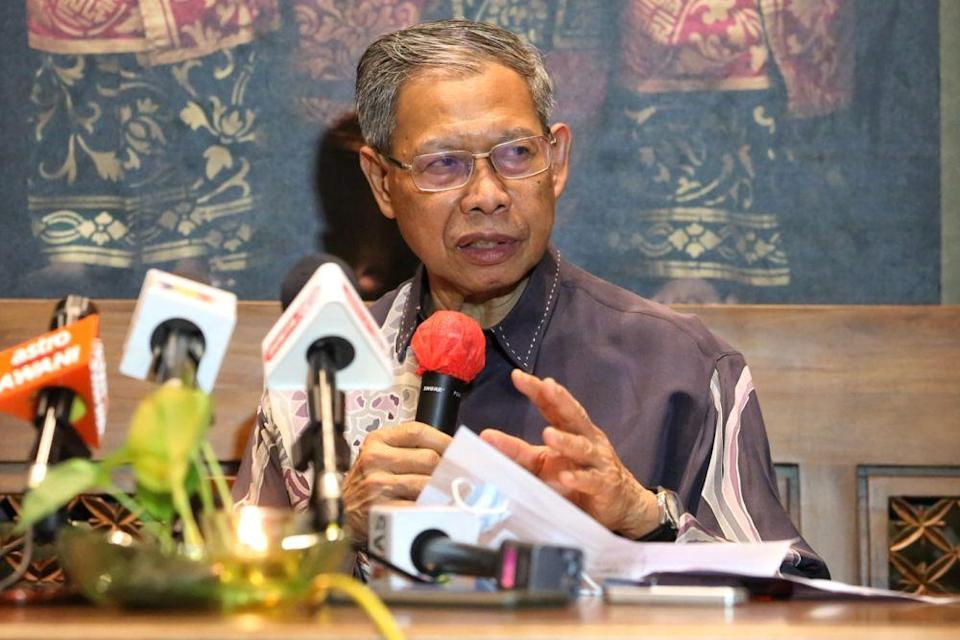 Datuk Seri Mustapa Mohamed addresses reporters during a press conference in Sunway Pyramid August 18, 2020. ― Picture by Choo Choy May