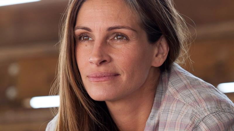 Julia Roberts Reveals Who Gets to See Her Without Makeup