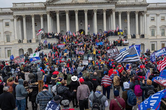 """<span class=""""caption"""">It is very difficult to estimate the size of the crowd that stormed Capital Hill because there is no aerial imagery.</span> <span class=""""attribution""""><a class=""""link rapid-noclick-resp"""" href=""""https://www.gettyimages.com/detail/news-photo/pro-trump-supporters-and-far-right-forces%C2%A0flooded-news-photo/1230465007"""" rel=""""nofollow noopener"""" target=""""_blank"""" data-ylk=""""slk:Pacific Press/LightRocket via Getty Images"""">Pacific Press/LightRocket via Getty Images</a></span>"""
