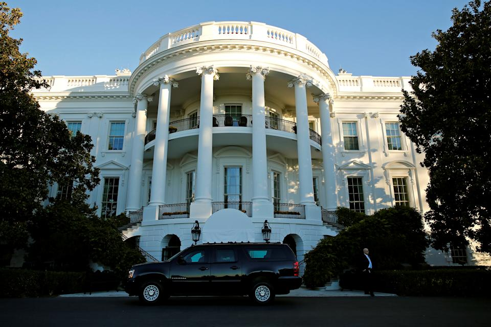 A vehicle pulls up in front of the White House to take U.S. President Barack Obama to Fort McNair for a game of basketball on election day in Washington, U.S., November 8, 2016. REUTERS/Kevin Lamarque