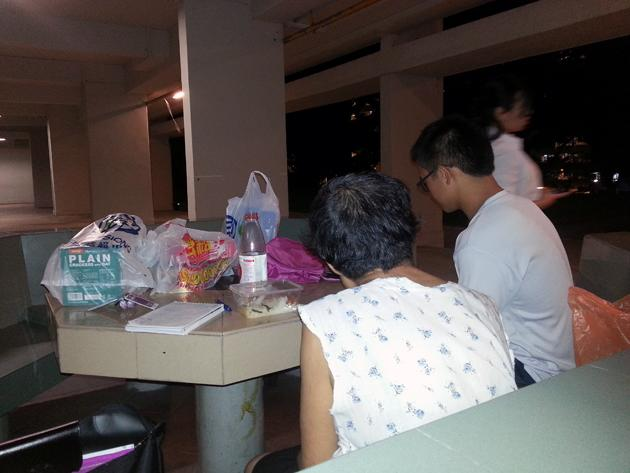 """Auntie Koh speaking to volunteers who visited her on Tuesday. (Yahoo! photo)<br><b>Related Story:</b><br><a href=""""http://sg.news.yahoo.com/plight-of--homeless--woman-in-bedok-captures-attention-of-netizens-153857867.html"""">Plight of 'homeless' woman in Bedok captures netizens' attention</a>"""