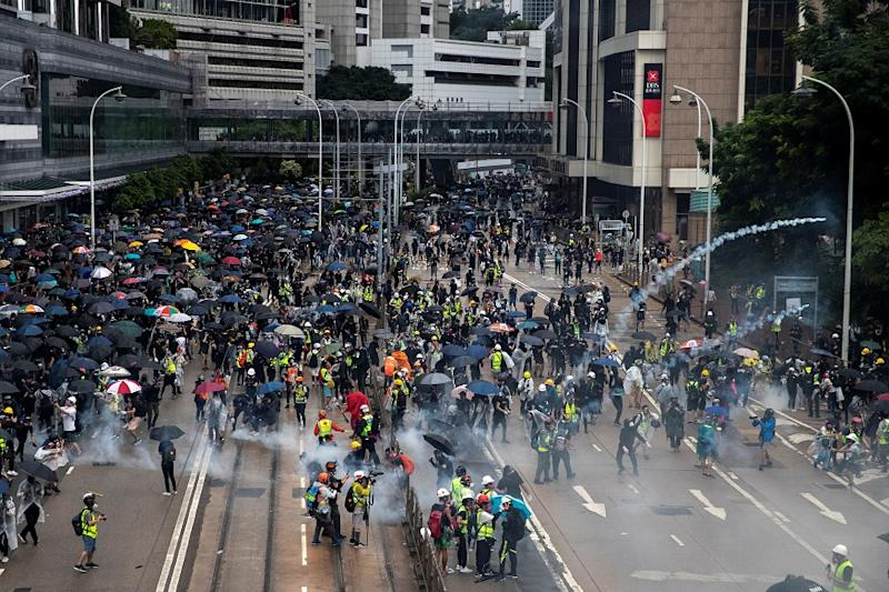 Hong Kong November Business Activity Shrinks the Most in 21 Years amid Protests: Report