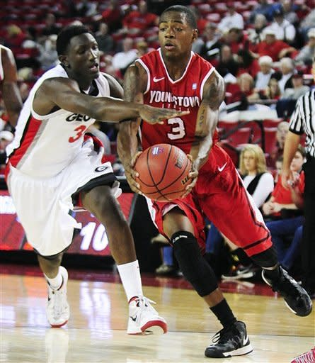 Georgia's John Florveus (32) defends as Youngstown State guard Kendrick Perry (3) drives to the basket during their NCAA college basketball game, Monday, Nov. 12, 2012, in Athens, Ga. (AP Photo/The Banner-Herald, Richard Hamm)