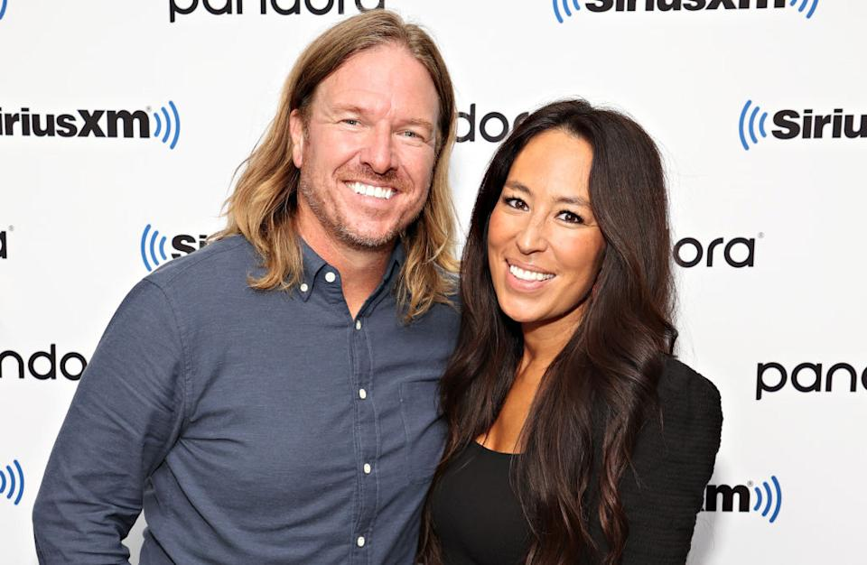 Chip Gaines, left, showed off long hair when he attended an event last month with his wife, Joanna Gaines. (Photo: Cindy Ord/Getty Images for SiriusXM)