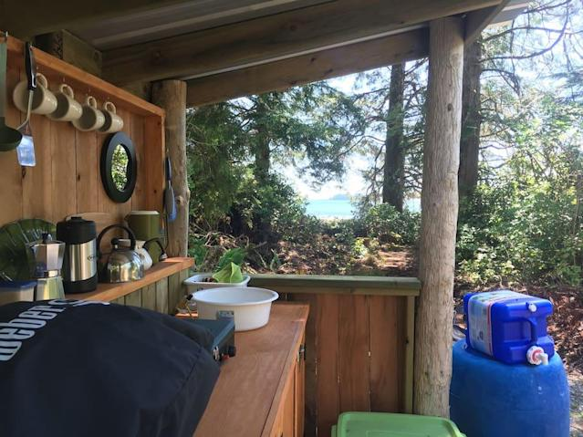 <p>You can even prepare more complex meals outside using the outdoor kitchen. (Airbnb) </p>