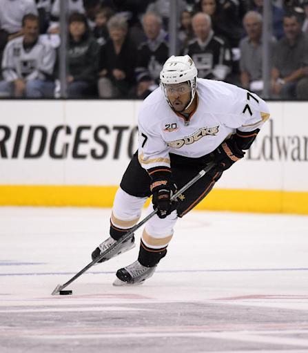 Ducks re-sign Devante Smith-Pelly to 2-year deal