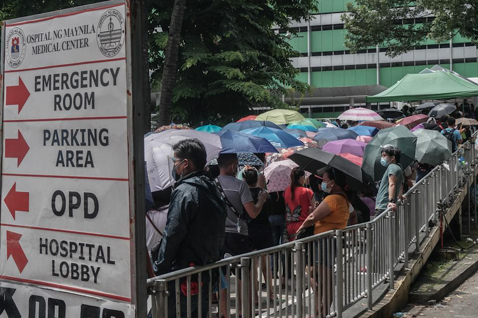 Thousands of Filipino queue outside the hospital to receive the COVID-19 vaccine in Manila, Philippines on July 19, 2021. âThe Philippines confirms the case for the COVID-19 delta variant. (Photo: Dante Diosina Jr/Anadolu Agency via Getty Images)