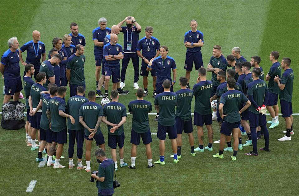 Italy's coach Roberto Mancini (C) talks to players during a training session at the Olympic Stadium in Rome on June 10, 2021 on the eve of the UEFA EURO 2020 Group A football match between Turkey and Italy. (Photo by Andrew Medichini / POOL / AFP) (Photo by ANDREW MEDICHINI/POOL/AFP via Getty Images) (Photo: ANDREW MEDICHINI via Getty Images)