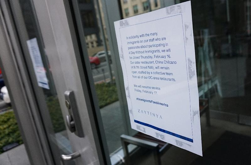 """A sign on the front of a restaurant announces that it is closed for a """"Day Without Immigrants"""" on February 16, 2017 in Washington, DC (AFP Photo/MANDEL NGAN)"""