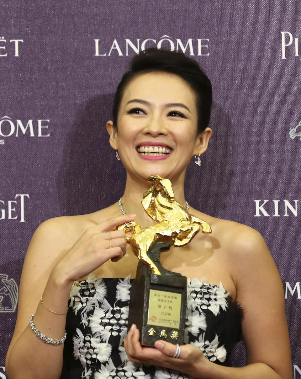 """Chinese actress Zhang Ziyi celebrates winning the Best Leading Actress for """"The Grandmaster"""" at the 50th Golden Horse Film Awards in Taipei November 23, 2013. REUTERS/Patrick Lin (TAIWAN - Tags: ENTERTAINMENT PROFILE)"""