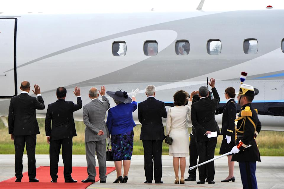 <p>According to royal protocol, two heirs shouldn't fly on the same flight together to protect the royal lineage in case there's an accident. Morbid, but…practical? Prince William has broken this protocol on previous occasions, like when the Duke and Duchess took George and Charlotte on a tour of Canada last year.</p>
