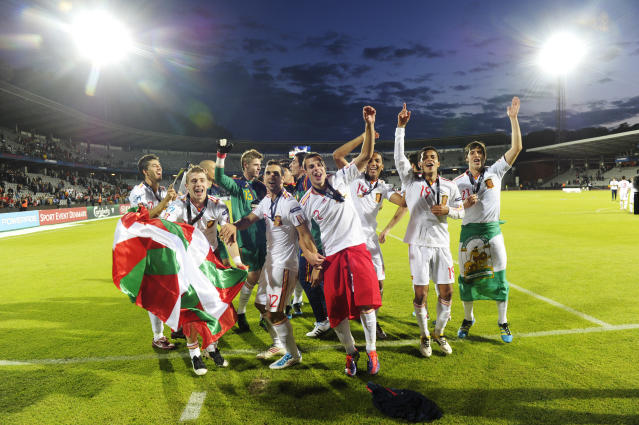 Spanish players celebrate at the end of the UEFA Under-21 European Championship final football match Spain vs Switzerland at the Aarhus Stadium, on June 25, 2011. Spain won 2-0.AFP PHOTO/JONATHAN NACKSTRAND (Photo credit should read JONATHAN NACKSTRAND/AFP/Getty Images)