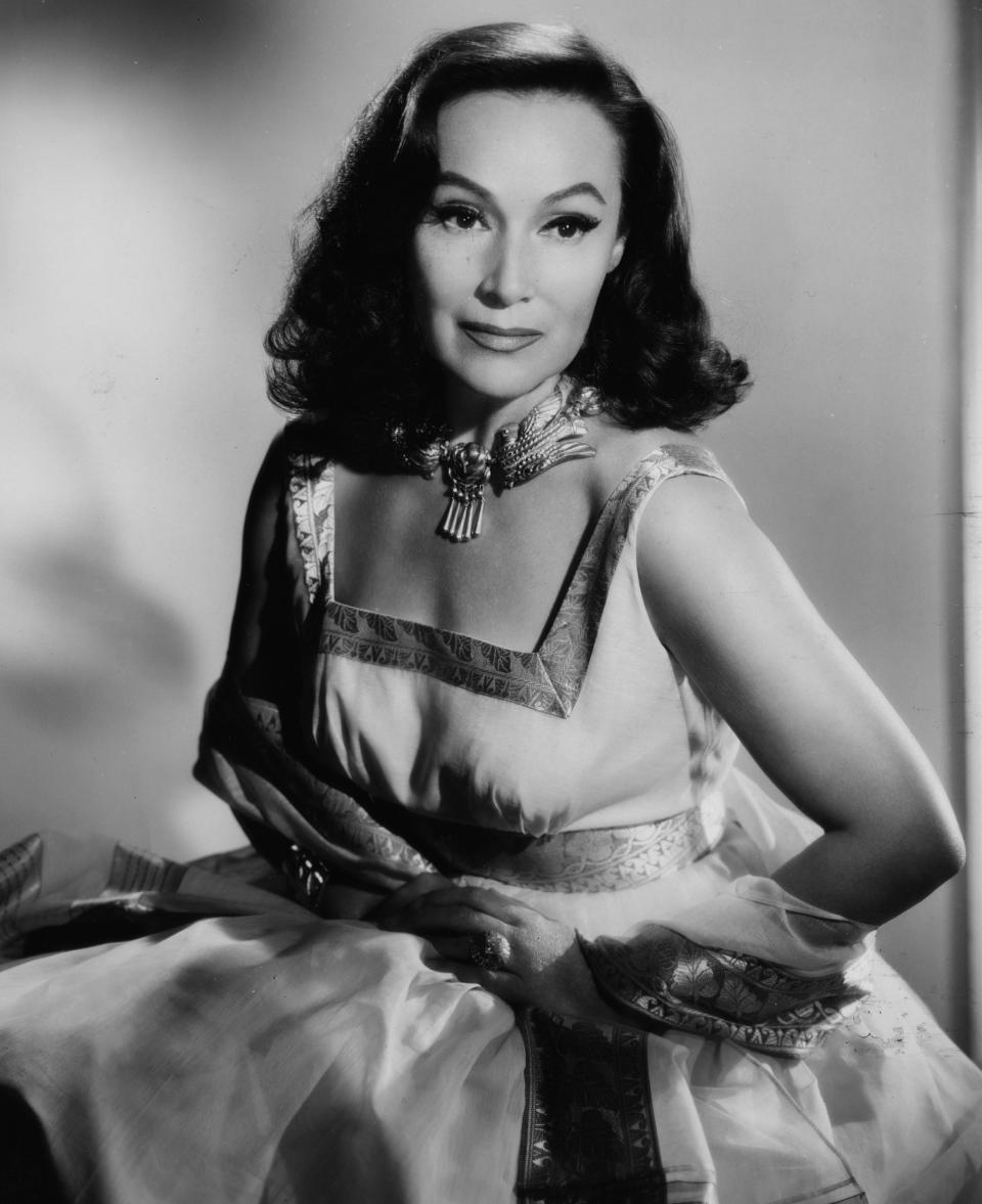 <p>In the early silent era of Hollywood, it was all about the look, and Dolores del Rio had it in spades. With her graceful confidence and smoldering stare, the Mexican actress became the model of classic elegance and beauty. Talk about a real trendsetter. (Photo: Getty Images) </p>