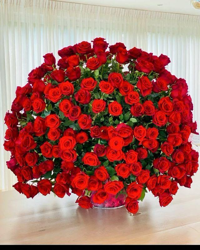 <p>The singer received an extravagant bouquet of red roses from her fiancé Alex Rodriguez. February is a special month for the couple, who celebrate their anniversary and the first time they met one another.</p>