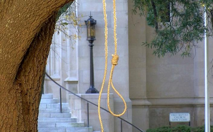 In this photo provided by WLBT-TV, a noose hangs on a tree on the state capitol grounds in Jackson, Mississippi, on Nov. 26, 2018. (Photo: ASSOCIATED PRESS)
