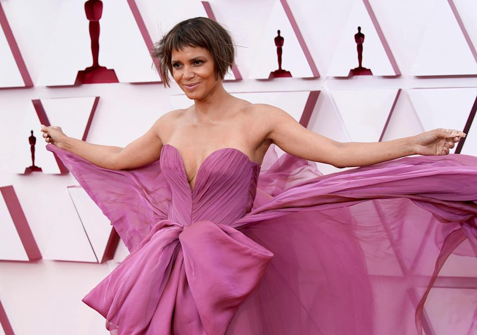 Halle Berry shows off long hair after Oscars bob (Getty Images)