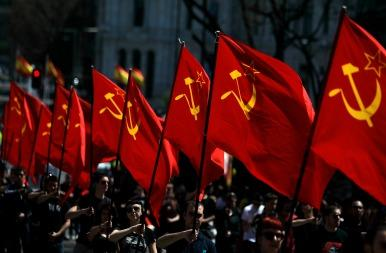 Protesters with communist flags