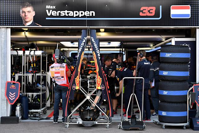 Motoracing - Formula One F1 - Monaco Grand Prix - Circuit de Monaco, Monte Carlo, Monaco - May 26, 2018 Mechanics work on the car of Red BullÕs Max Verstappen during qualifying after he crashed out in practice Andrej Isakovic/Pool via REUTERS