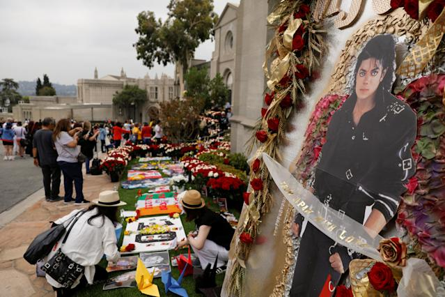 Fans gather at Forest Lawn Cemetery ten years after the death of child star turned King of Pop, Michael Jackson, in Glendale, California, U.S., June 25, 2019. REUTERS/Mike Blake