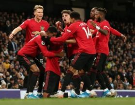 Manchester United to mark 4000 consecutive games with an academy player against Everton