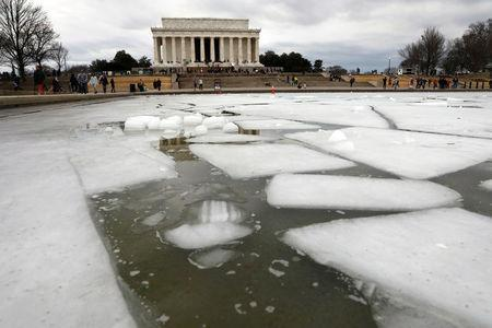 Lincoln Memorial is seen with an icy reflecting pool in Washington, U.S., on the second day of Government shutdown, January 21, 2018. REUTERS/Yuri Gripas