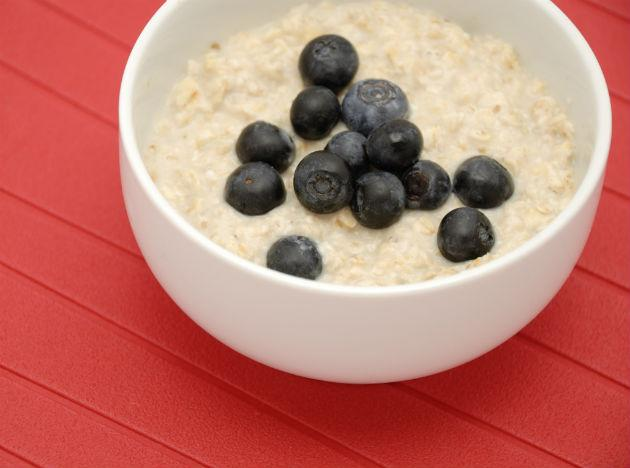 <b>Oats: </b> Start your day with a bowl of oats! Oats are full of fibre, omega-3 fatty acids, folate, and potassium, and can help lower cholesterol levels and keep arteries clear.