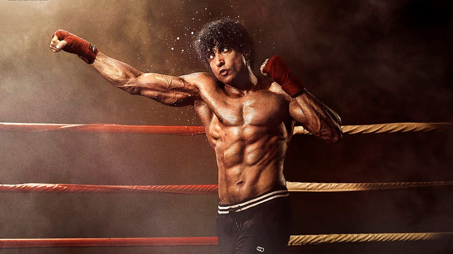 An orphan boy becomes a boxing champion in inspiring drama 'Toofaan'. (Amazon)