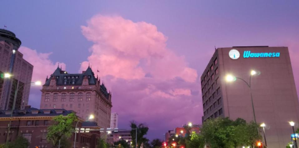 Early morning thunderstorms fire up over southern Manitoba, warnings issued