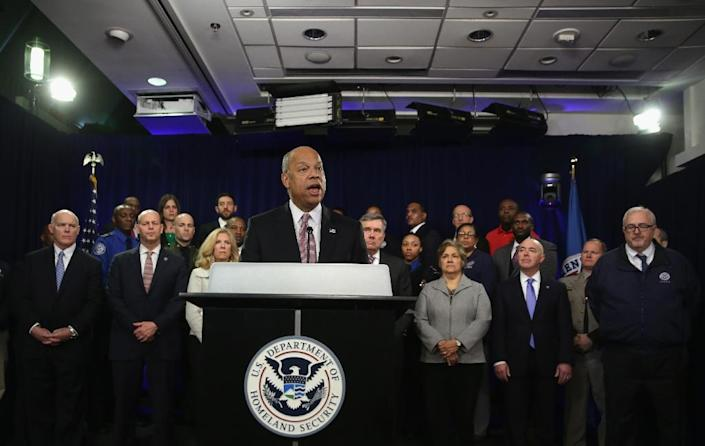 US Secretary of Homeland Security Jeh Johnson speaks as employees of the department look on during a news conference on February 23, 2015 in Washington, DC (AFP Photo/Alex Wong)