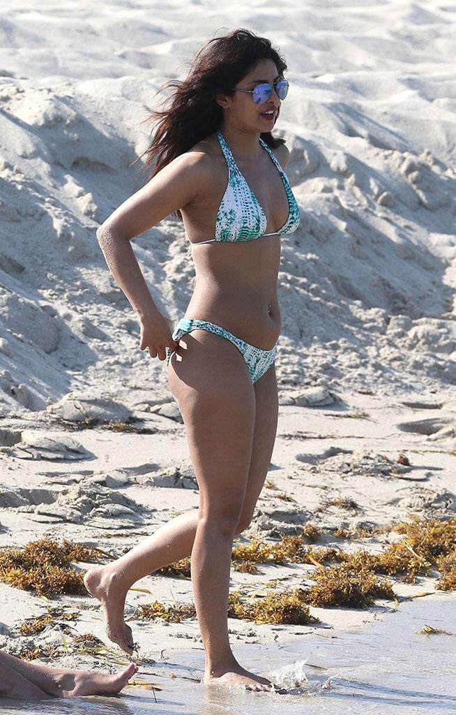 Priyanka Chopra definitely put her best foot forward on a Miami beach. (Photo: OHPIX/BACKGRID)