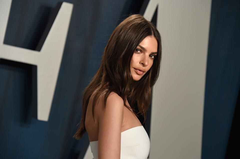 BEVERLY HILLS, CALIFORNIA - FEBRUARY 09: Emily Ratajkowski attends the 2020 Vanity Fair Oscar Party hosted by Radhika Jones at Wallis Annenberg Center for the Performing Arts on February 09, 2020 in Beverly Hills, California. (Photo by John Shearer/Getty Images)