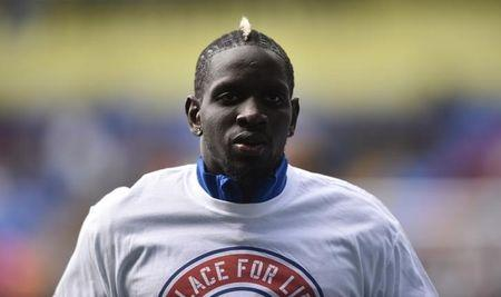 Crystal Palace's Mamadou Sakho warms up before the match