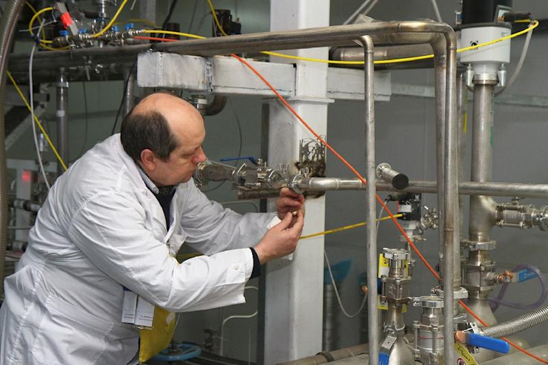 An International Atomic Energy Agency (IAEA) inspector disconnects the twin cascades for 20 percent uranium production at the nuclear power plant of Natanz on January, 20, 2014