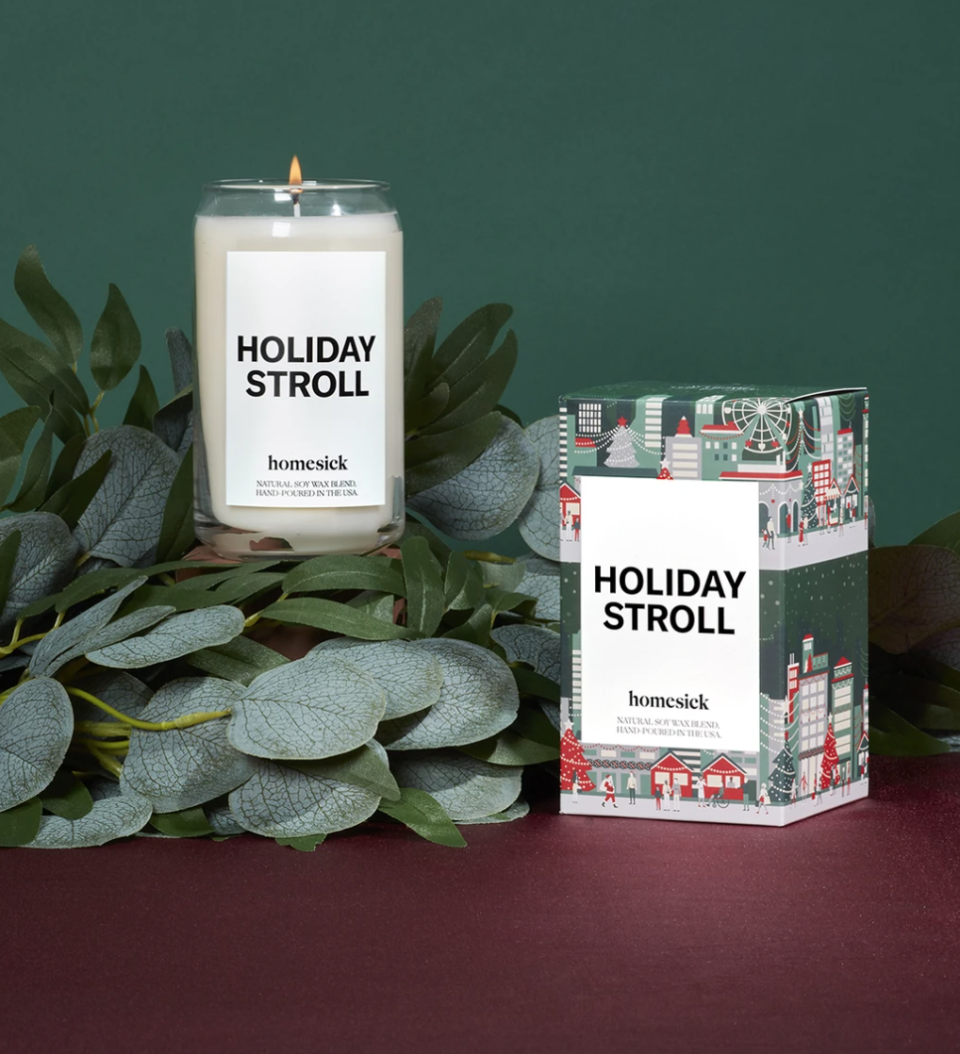 Homesick - Holiday Stroll candle is a festive choice with notes of red currants and sugar plum.