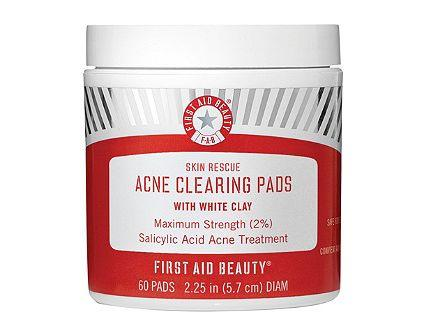 """Reduce blemishes and prevent breakouts with <strong><a href=""""https://fave.co/2F8YQ0O"""" target=""""_blank"""" rel=""""noopener noreferrer"""">Skin Rescue Acne Clearing Pads With White Clay</a>.</strong>Soaked in 2 percent salicylicacid and kaolin clay to absorb impurities and reduce sebum, these also contain tea tree oil and willow bark to purify pores and smooth skin without stripping or drying.<strong><a href=""""https://fave.co/2F8YQ0O"""" target=""""_blank"""" rel=""""noopener noreferrer"""">Find it for $30 at Ulta.</a></strong><i><strong></strong><br /></i><strong></strong>"""