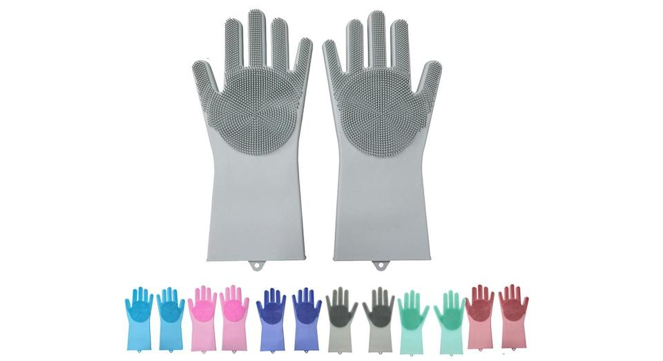 Silicone gloves, like Nigella's, are available on eBay. [Photo: eBay]