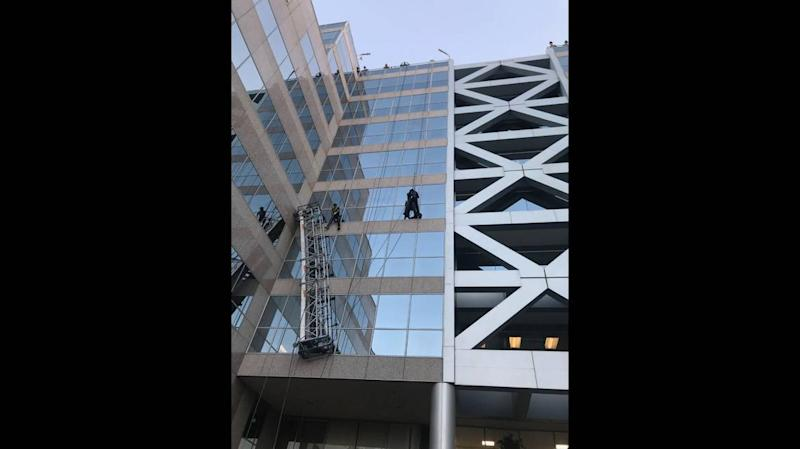 Scaffold collapse leaves window washers dangling in air, California firefighters say